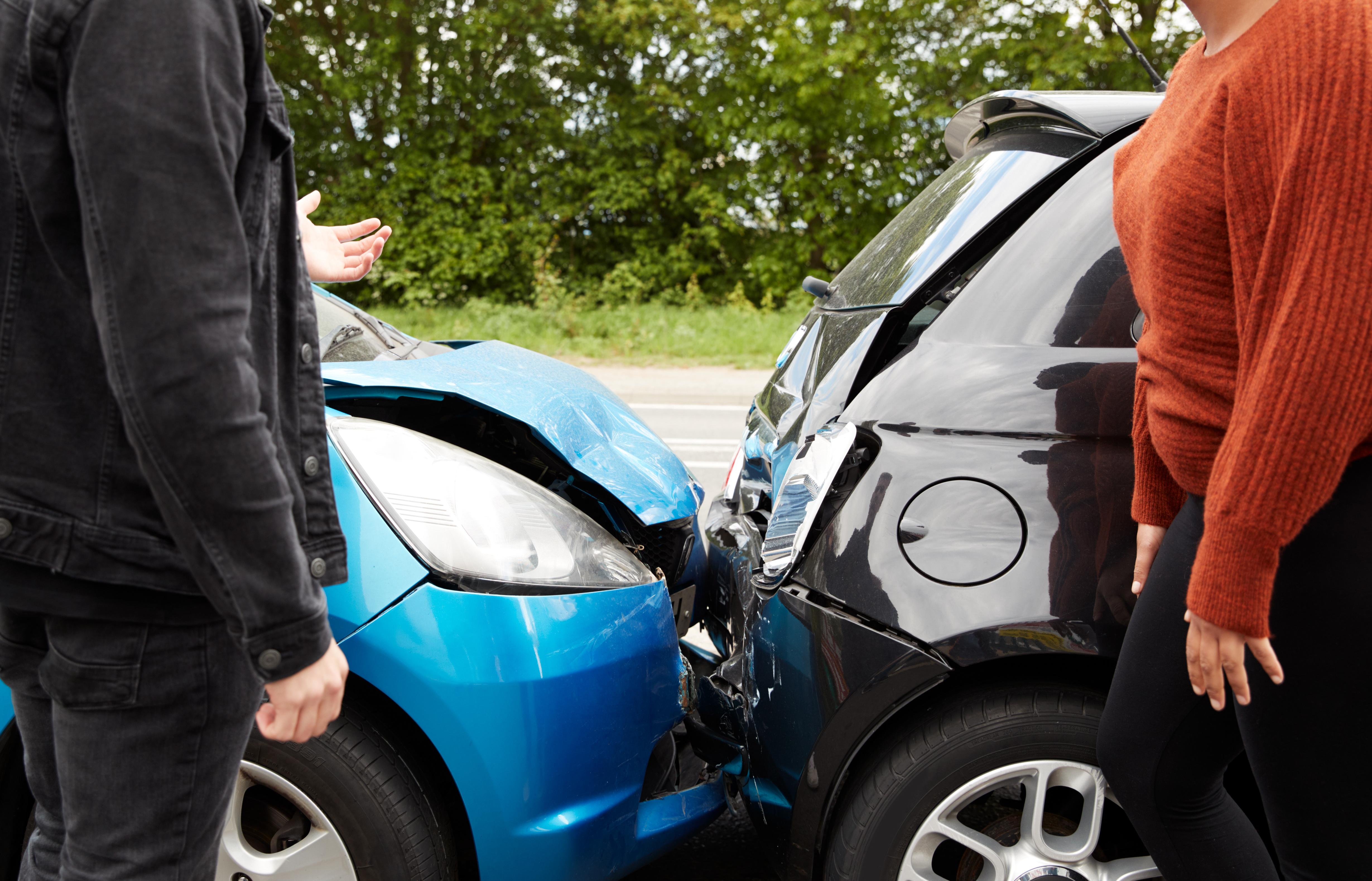 ¿Qué es la cobertura del conductor sin seguro? ¿Debería tenerla?