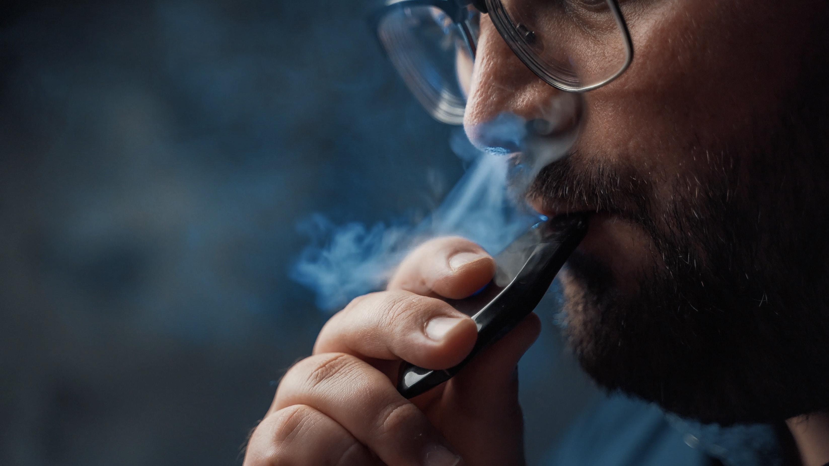 ¿Cuán responsables son las empresas de cigarrillos electrónicos? ¿Y pueden ser demandadas?