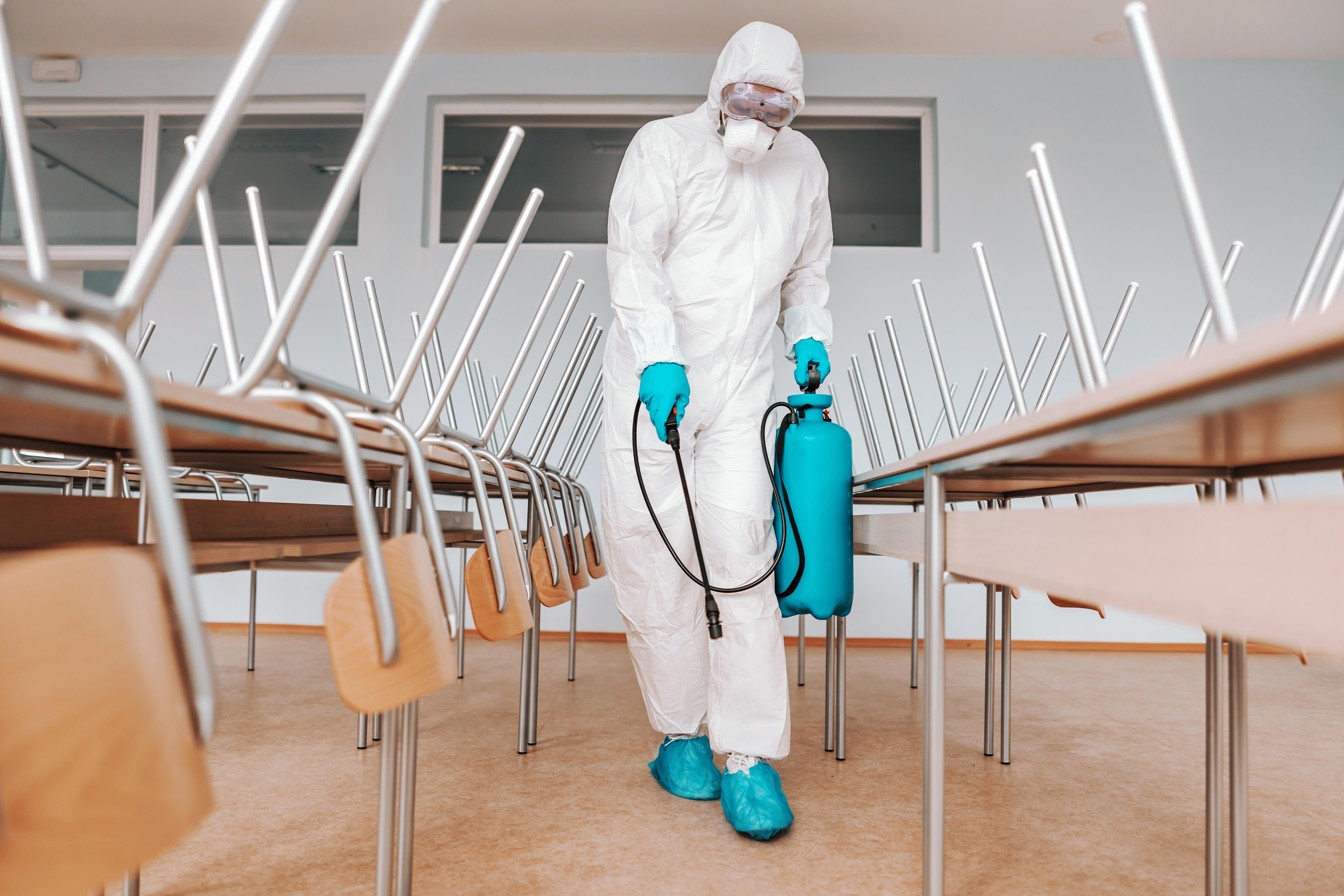 ¿Pueden las Escuelas ser Responsables de los Casos de Coronavirus Adquiridos o Propagados por los Estudiantes?