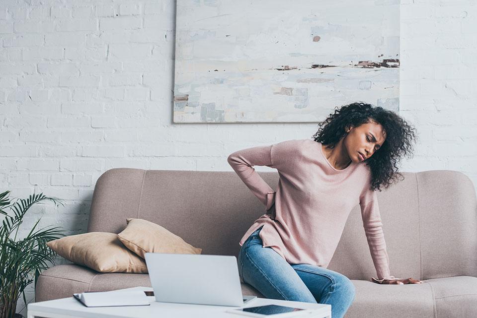¿Puedo reclamar una indemnización por accidente de trabajo si me he lesionado trabajando desde casa?