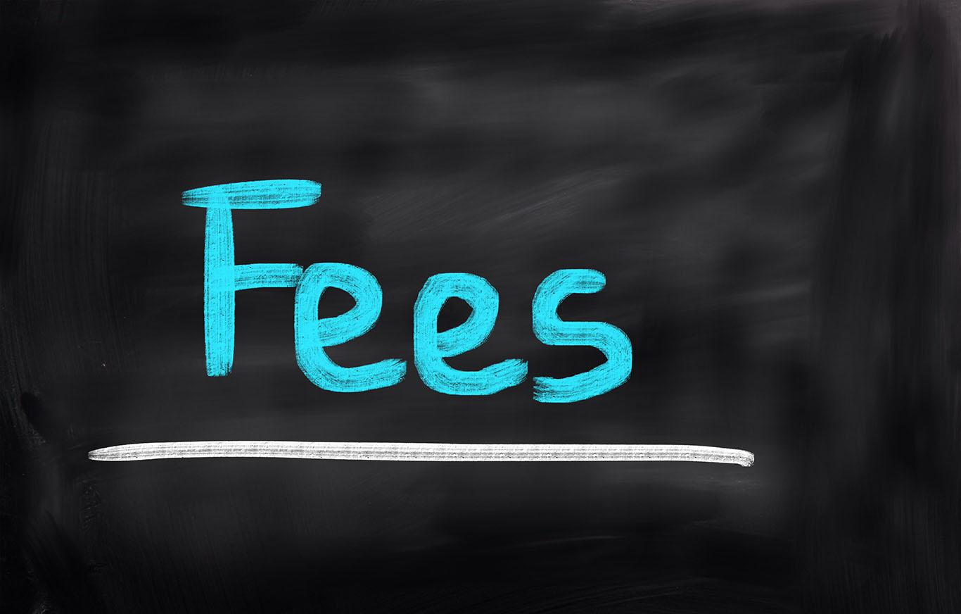 ¿Qué tipos de tarifas cobran los abogados en Florida?